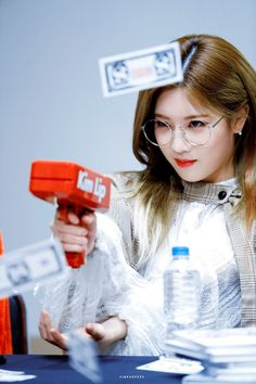 190323 Mokdong Fansign - Google Drive Kpop Girl Groups, Korean Girl Groups, Kpop Girls, Fandom, Cool Girl, My Girl, Loona Kim Lip, Kim Jung, Olivia Hye