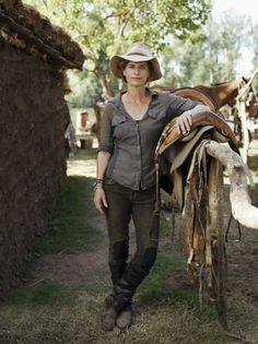 Author & Host of Globe Trekker - Holly Morris.   I love this look.