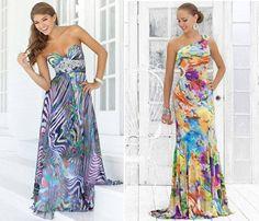 Los trajes sueltos y estampados en flores como estos dos modelos, uno en tonalidades de azul y el otro en multicolor están en boga