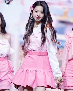Stage Outfits, Kpop Outfits, Yuri, Peekaboo Hair, Honda, Eyes On Me, Most Beautiful, Beautiful Women, Merry Go Round