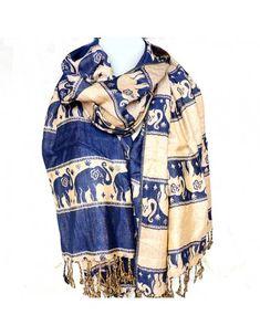 43dc9f5e0971 Cette étole est en viscose de couleur bleue accompagnée de motifs éléphants  beiges. Cette écharpe épaisse et douce est réversible avec les couleurs ...