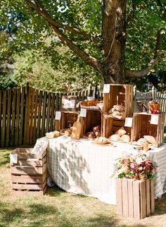 """This farmer's market bridal shower is everything we imagined it would be when it first landed on our laps. TheRead More """"Bauernmarkt Bridal Shower Backyard Feast"""" Bridal Shower Desserts, Bridal Shower Tables, Bridal Shower Rustic, Backyard Bridal Showers, Wedding Backyard, Bridal Shower Backdrop, Garden Shower, Cocktail, Farmers Market"""