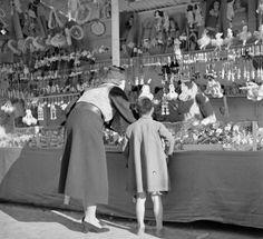 Piazza Navona Christtmas stalls Dec 1937 Willem van de Poll photo