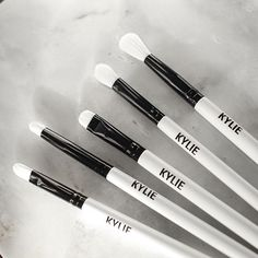 @kyliecosmetics: The limited-edition KYLIE brush set is launching Cyber Monday! $35