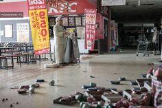 ファーストフード店 3.11の震災からおよそ4年半。今、改めて「フクシマ」が世界的な注目を集めている。 なぜならポーランド人の写真家、Arkadiusz Podniesinski氏が先月、福島第一原発から20キロ圏内の立入禁止区域に足を踏み入れ、その現状を写真におさめ公開したため。 「福島の原発で起きた大惨事は、地震や津波のせい