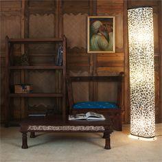 Lampe opale decoree de petites ecailles. Bookcase, Corner, Shelves, Home Decor, Opal, Light Fixtures, Shelving, Shelving Racks, Bookshelves