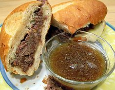 love me some french dip! Slow Cooker French Dip Sandwiches approx 3 lbs beef chuck roast beef broth cans) 1 can condensed French onion soup red wine 1 tsp garlic powder salt and pepper, to taste French rolls sliced provolone cheese, optional Think Food, I Love Food, Good Food, Yummy Food, Slow Cooker Recipes, Crockpot Recipes, Cooking Recipes, Dip Crockpot, Healthy Recipes