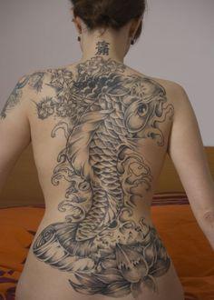 japanese koi tattoo for women on back. I Koi tattoos! Yakuza Tattoo, Backpiece Tattoo, Samurai Tattoo, Tattoo Female, Tattoo Ink, Bild Tattoos, Sexy Tattoos, Tattoos For Women, Cool Tattoos