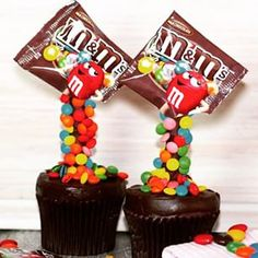 M&M'S ILLUSION CUPCAKES! GRAVITY DEFYING CUPCAKES WITH MY CUPCAKE ADDICTION - Elise Strachan - Omgosh, these are too cute! (Video how-to's)