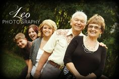 Great family photography pose with   grandparents and kids! FUN Family picture ideas outside, fall or   summer