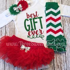 Baby Girl Christmas Outfit  Best Gift Ever by ThreeSweetLimes  Baby style | baby wardrobe | kids wear | street style | Christmas photoshoot | holiday photo shoot | Christmas baby outfit | baby leggings | Christmas tutu | Etsy shop | handmade outfit | red and green toddler outfit
