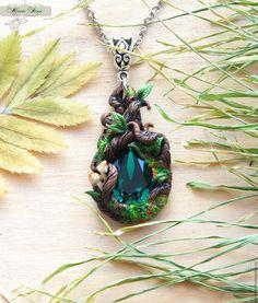 """Купить Кулон """"Lost emerald"""" (полимерная глина, ювелирный камень) - болотный, зеленый, коричневый, лес"""