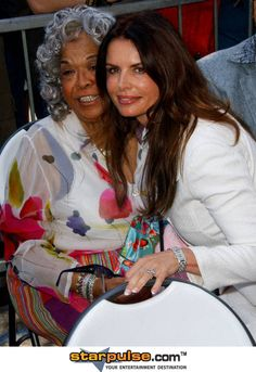 Della Reese and Roma Downey John Dye, Della Reese, Roma Downey, Touched By An Angel, Ageless Beauty, Female Singers, Famous Women, Favorite Tv Shows, Musicians