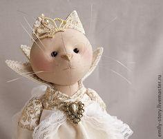 Принцесса Fifi. Fifi — капризуля, зазнайка и весьма избалованная особа... Ну, что тут скажешь, настоящая принцесса:)      Игрушка самостоятельно стоит, ножки на пуговичном креплении.