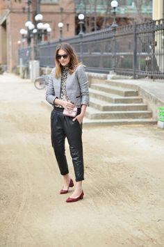 Baggy leather pants: Mango Jacket: SuiteBlanco Shirt: Zara Shoes: Cuplé Bag: Carpena Elda Sunglasses: Bob Sdrunk