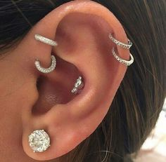 Need some piercing inspiration? Here are our top 12 ear piercing ideas… Innenohr Piercing, Cute Ear Piercings, Body Piercings, Cartilage Piercings, Helix Jewelry, Ear Jewelry, Body Jewelry, Jewelry Accessories, Jewellery