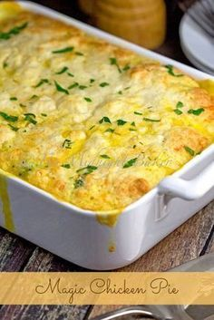 Magic Chicken Pie >>>> This delicious chicken pie casserole makes it's own biscuit top and creamy gravy as it cooks! Here's a chicken pot pie that makes itself! There's very little work on your part, except for a bit of stirring. One Pot Meals, Main Meals, Casserole Dishes, Casserole Recipes, Chicken Pot Pie Casserole, Chicken Pie Recipe Easy, Chicken Soup, Chicken Potpie Recipes, Recipes With Rotisserie Chicken