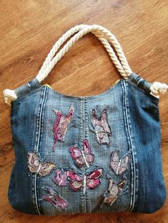 Jean Purses, Purses And Bags, Mode Jeans, Recycled Denim, Patchwork Bags, Denim Bag, Summer Bags, Crochet Lace, Shopping Bag