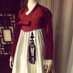 색이 참 고급지다. ㅎㅎ Korean Hanbok, Korean Dress, Korean Traditional, Traditional Dresses, Asia, Aesthetics, Fashion Looks, Costumes, Book