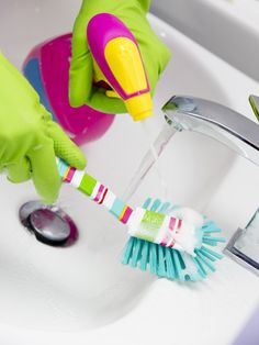 Homemade Bathroom Cleaner Recipes | Stretcher.com