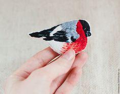 """Купить Брошь """"Снегирь"""" с вышивкой - ярко-красный, снегирь, брошь птичка, птичка снегирь"""