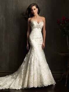 Allure  vestido de novia en encaje con cola larga. #VestidoDeNovia