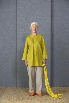 Ostern mit Gudrun Sjödén - Die Tunika aus Baumwole/Leinen ist ein einfarbiges Modell aus schönem Schaftgewebe, das für eine lebendige Optik im Blockdruck bedruckt wurde. Bestelle jetzt die einfarbige Tunika: http://www.gudrunsjoeden.de/mode/produkte/blusen-tuniken