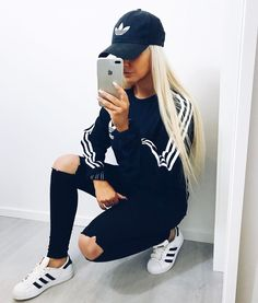 Bluza adidas (minimalistyczny nadruk) Czarne spodnie Adidas Superstar  biało-czarne Vetements Clothing 4a82b753d0328