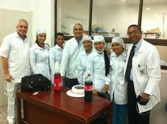 Docentes y estudiantes del Programa Especialización en Endodoncia