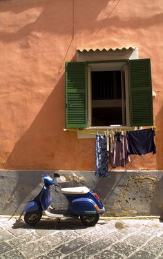 Oh the days of hangin' your clothes out on the balcony! We were true Italians then!!