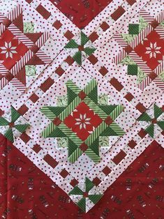 Christmas Quilting Projects, Christmas Quilt Patterns, Star Quilt Patterns, Pattern Blocks, Quilting Ideas, Quilting Board, Patchwork Patterns, Sewing Patterns, Christmas Ribbon