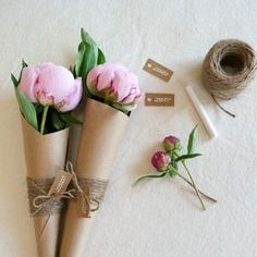 Simple and pretty flower favors for your next party!  If only peonies grew here.  Would have to use something else in season.