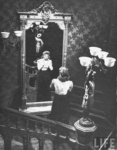 The Spiral Staircase is a 1946 American psychological thriller film directed by Robert Siodmak.Starring:Dorothy McGuire, George Brent, Ethel Barrymore