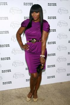 Serena Williams Pumps - Serena Williams added glamour to her fabulous purple dress with glittery gold pumps. Serena Williams, Only Fashion, Fashion News, Large Size Shoes, Gold Pumps, For Your Eyes Only, Celebs, Celebrities, Pantone Color