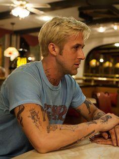 Ryan Gosling as Luke Glanton in The Place Beyond the Pines, 2013 Ryan Gosling Tattoos, Ryan Gosling Hair, Beautiful Boys, Beautiful People, Fake Tattoo, Bleach Blonde, Blonde Hair, Star Wars, Hommes Sexy