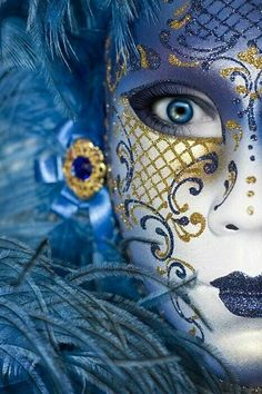 Face art at the Venice Carnival – whether or not this is a mask or face paint, I love the contrast of 2 colours. This one I would vote for. Venetian Carnival Masks, Carnival Of Venice, Venetian Costumes, Mardi Gras, Image Bleu, Art Visage, Costume Venitien, Venice Mask, Beautiful Mask