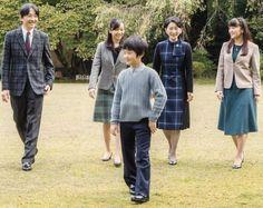 秋篠宮文仁親王(あきしののみやふみひとしんのう)家の殿下方  NewMyRoyals: Prince Akishino celebrates his 51st birthday, November 30, 2016 (b. November 30, 1965); the Prince is shown here with his family, wife Princess Kiko and their children Princess Kako, Prince Hisahito, and Princess Mako