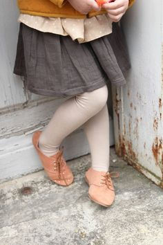 Love the vintage feel of this look! Especially the distressed ballet-pink oxfords... <3 MiNIKIN!