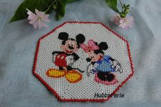 Mickey & Minnie Doily Pattern by HobbyPerle on Etsy Hama Beads, Seed Beads, Christmas Bowl, Beaded Bracelet Patterns, Weaving Projects, Doily Patterns, Crochet Designs, Bead Weaving, Doilies