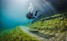 El Lago Verde, un parque para sentarse bajo el agua El Grüner See (Lago Verde) está en la región de Estiria (Austria).