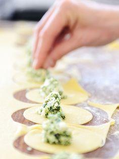 poivre, fromage frais, huile d'olive, pesto, pâtes, parmesan, épinard, sel