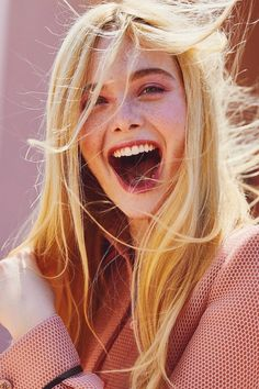 Celebrities - Elle Fanning Photos collection You can visit our site to see other photos. Ellie Fanning, Fanning Sisters, Dakota And Elle Fanning, Elle Fanning Maleficent, Cute Girls, Cool Girl, Elle Magazine, Celebs, Celebrities