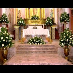 Arreglos para el altar y pasillo Altar Flowers, Church Flowers, Funeral Flowers, Church Wedding Decorations, Altar Decorations, Flower Decorations, Cascading Wedding Bouquets, Bride Bouquets, Wedding Flowers