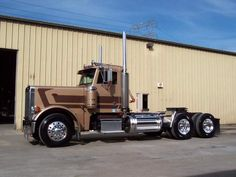 Peterbilt 379 daycab Peterbilt 359, Mack Trucks, Peterbilt Trucks, Big Rig Trucks, Semi Trucks, Cool Trucks, Chevy Trucks, Custom Big Rigs, Custom Trucks
