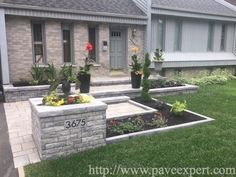 Bordures et trottoirs - Pavé Expert Patrick Marchand Front Yard Walkway, Front House Landscaping, Front Porch Design, House Landscape, House Front, Patio, Backyards, Garden, Small Yards