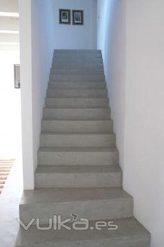 Cemento pulido Mineral Deco color Karonga aplicado en escaleras. Menorca, Concrete Stairs, Stairway To Heaven, Stairways, Ideas Para, House Plans, Sweet Home, New Homes, House Design