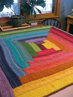 Log cabin knitted blanket in solids - beautiful rainbow of colours Knitted Afghans, Knitted Blankets, Knitted Rug, Quilt Patterns, Knitting Patterns, Crochet Patterns, Diy 2019, Log Cabin Quilts, Cabin Rug