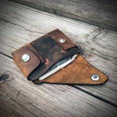 Cartera minimalista de cuero marrón por MonolithLeatherGoods