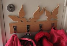 For years, me and my husband try to find a solution to a children's coat rack for our daughter, but nothing one to fit the (minor) available space we have in the hallway. Until I took the measurements, made my own design in Photoshop and asked my father make the design 'come alive'. At first I thought to paint the rack, but I'm not totally convinced yet. So perhaps this is the next multi-annual project 😉