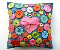 Com esta almofada porta-aliança de feltro o seu casamento ficará ainda mais divertido (Foto: bugsandfishes.blogspot.co.uk)